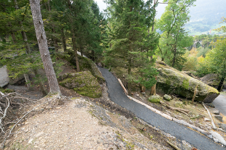 Wo einst die Kolkraben waren, führt ein provisorischer Weg um die Baustelle herum.
